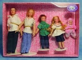 DP122 - 1:12th scale Dolls House Dolls 5 Piece Jeans Family